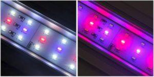 フラットLEDライトは色をホワイトと赤に変更できます。画像の左側にはホワイトの光が表示されており、右側には赤の光が表示されています。
